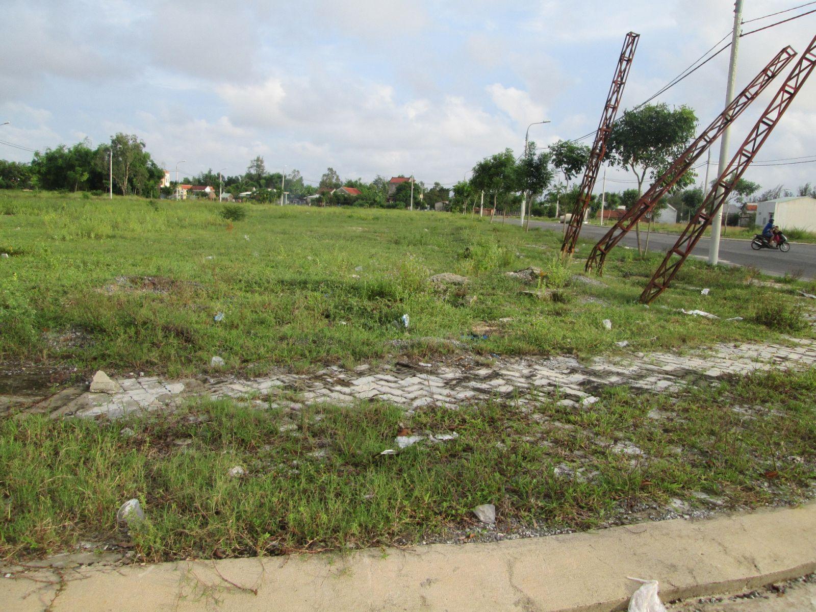 Bán đất mặt tiền đường Nguyễn Sinh Sắc